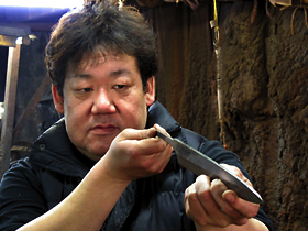 Yoshiaki Matsuo is a great kitchen knife master. Santoku hocho 180mm For home use